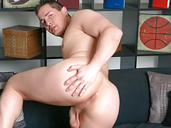 After a porn hiatus, Brad returns to wanking his 9.5