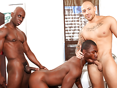 Cruisers Jay & Jordano approach Damian in a park for a 3-way