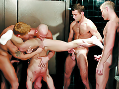Boys Enjoying An Group sex Of Orally fixating & Rimming In The Bathroom