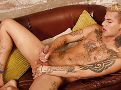 Inked Boyish sub Mickey Unloads - Mickey Taylor