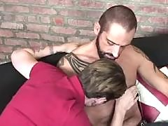 Hot man-lover spreads buttocks for bear