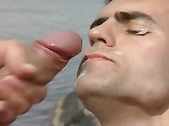 Gay gets clammy facial in nature