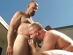 Mature fruit sucks his bear boyfriend outdoor
