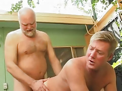 Hairy dad fucks poor dilf in doggy style