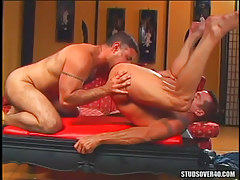 Muscle dilf licked by full-grown pal