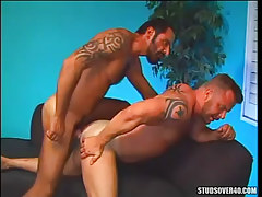 Bear guy jazzes muscle dilf in doggy style