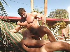 Muscle dilf sucked by stud outdoor