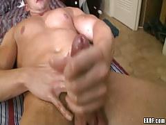 Horny homo dude sub cums in daybed