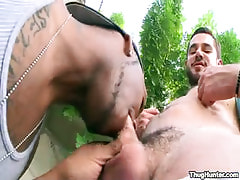 Bear homo sucked by swarthy boy outdoor